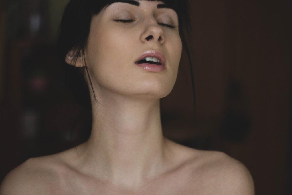 Четкая порнушка кончающих девушек на члене 9